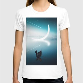 Close to the moon T-shirt