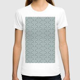 Japanese Waves (Dark Green & White Pattern) T-shirt