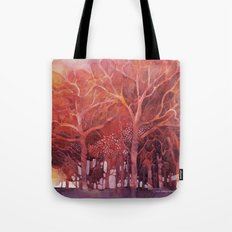 Alberi rossi nel bosco Tote Bag