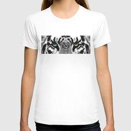 Dressed To Kill - White Tiger Art By Sharon Cummings T-shirt