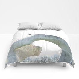 henry's heron Comforters