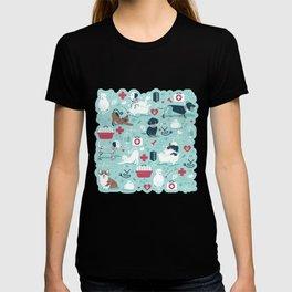 Veterinary medicine, happy and healthy friends // aqua background T-shirt