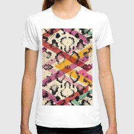 Snake skin texture. black magenta orange pink purple print T-shirt