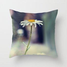 Daisy I Throw Pillow