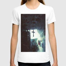 Faith inside the house T-shirt