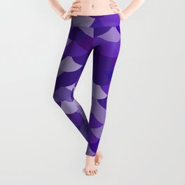 Ultra Violet wave, abstract simple background with japanese seigaiha circle pattern Leggings