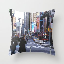 Let my imagination go Throw Pillow