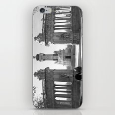 Couple at Madrid monument iPhone & iPod Skin