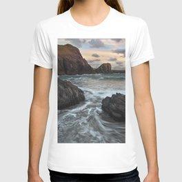 Kynance Cove, The Lizard, Cornwall, England, United Kingdom T-shirt