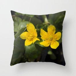 """""""Fleurs jaunes"""" Throw Pillow"""