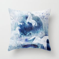 Chevaux magiques Throw Pillow