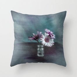 Dasies in vial Art Throw Pillow