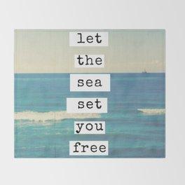 Let the sea set you free Throw Blanket