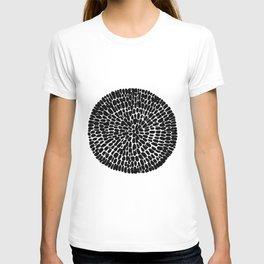 Black round print T-shirt