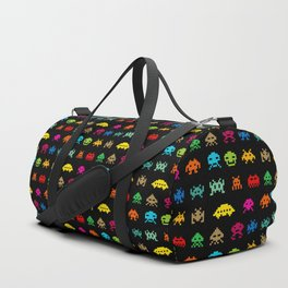 Invaders of Space retro arcade video game pattern design Duffle Bag