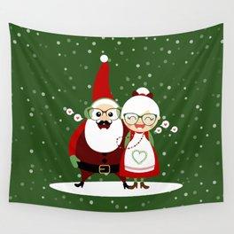 Père & Mère Noël  (vert sapin avec flocons) Wall Tapestry