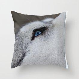 Husky eye Throw Pillow
