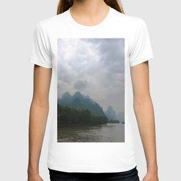 Li River in the Rain T-shirt