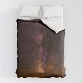 Milky Way over the Badlands South Dekota Comforters