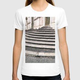 Steps, Basilica di Santa Maria del Popolo T-shirt