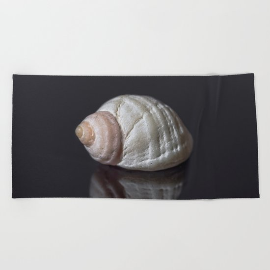 Seashell snail reflection Beach Towel