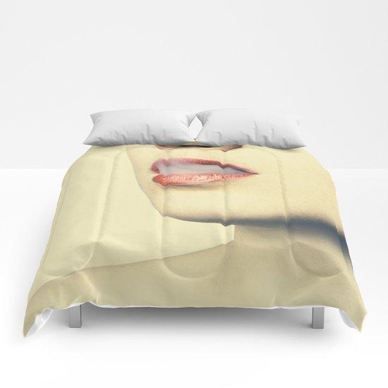 lips 5 woman Comforters