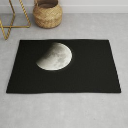 A total lunar eclipse begins as the full moon is shadowed by the Earth on the arrival of the winter Rug