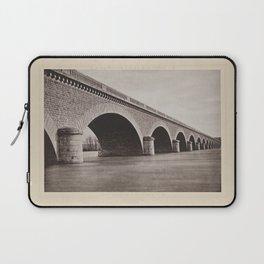 Pont de Chalonnes Les Travaux Publics de la France Laptop Sleeve