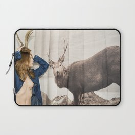 Christmas reigns Triumphant Not only in The mind of a Reindeer Laptop Sleeve