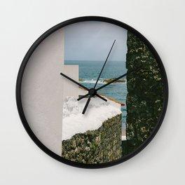 le passage étroit Wall Clock