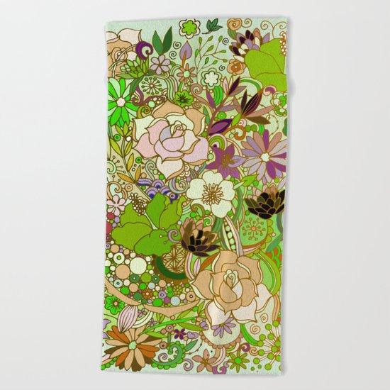 Detailed summer floral pattern, green Beach Towel