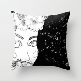 mujer espacial Throw Pillow