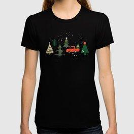 Christmas Tree / Truck / Vintage / Retro / Fir / Spruce / Winter Wonderland / Pine Tree T-shirt