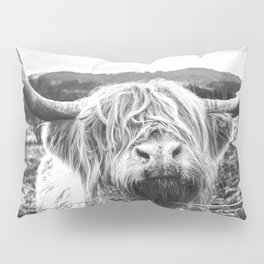 Highland Cow Nose Barbed Wire Fence Black and White Pillow Sham