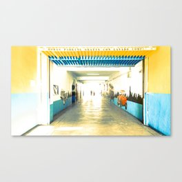 Parking Gratis Lavado Completo Canvas Print
