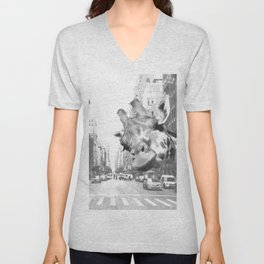 Black and White Selfie Giraffe in NYC Unisex V-Neck