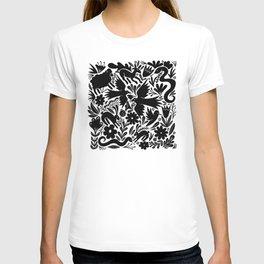 Nursery rhyme garden 001 T-shirt