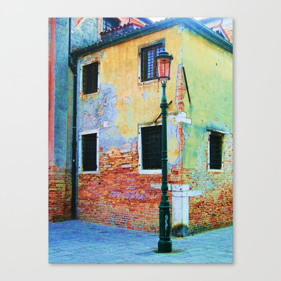 L'edificio è Felice Canvas Print