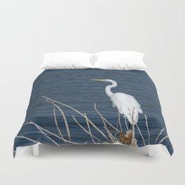 Single Great White Egret standing on lake shore Duvet Cover