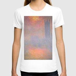 Claude Monet - London, the Houses of Parliament, Sunlight Opening in Fog.jpg T-shirt