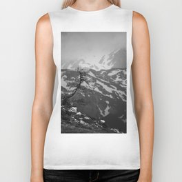Lonely tree with stunning view on mountains Biker Tank