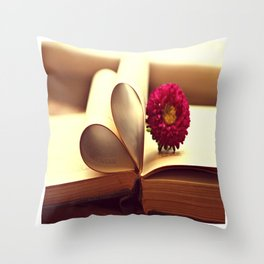 Libro de amor Throw Pillow