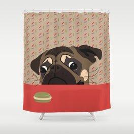 Le pug et le macaron Shower Curtain