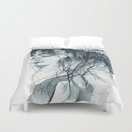 Into thick woods alone Duvet Cover