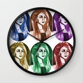 Une femme - plusieurs couleurs Wall Clock