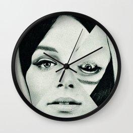 Frau mit Dreieck 2 Wall Clock