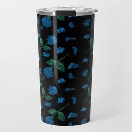 Blue roses with petals aquarela effect on black background pattern Travel Mug