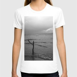 Black and white minimal lakescape T-shirt