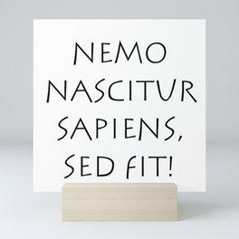 Nemo nascitur sapiens sed fit Mini Art Print