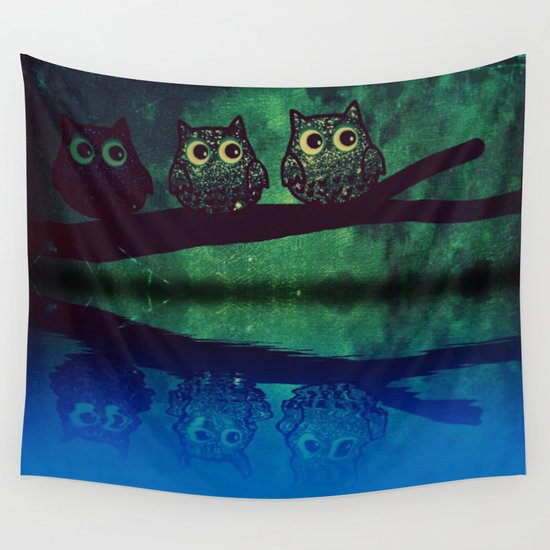 owl-77 Wall Tapestry
